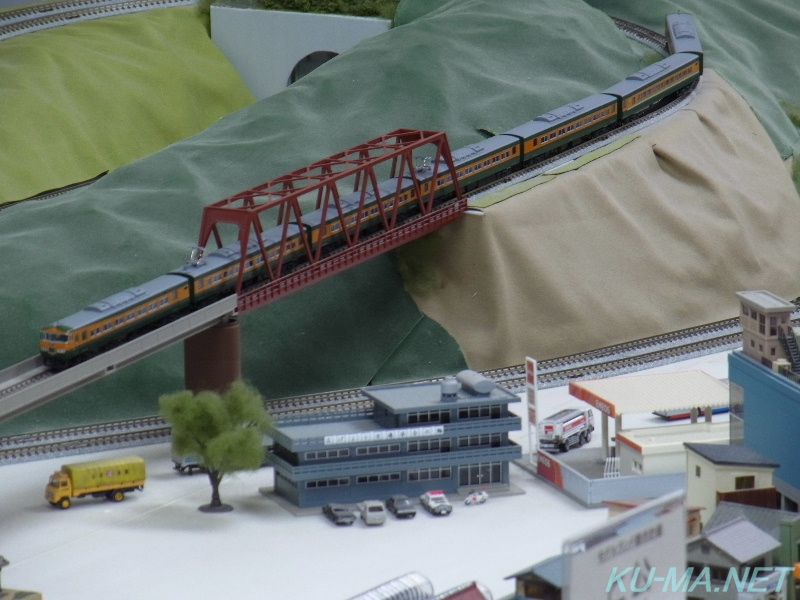 Photo of KATO ROUNDHOUSE Series 185 SHONAN color passes the iron bridge